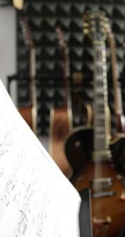 ניר בכר – מורה לגיטרה חשמלית